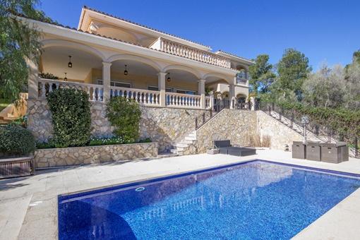 Large villa with fantastic sea views in central location of Palmanova