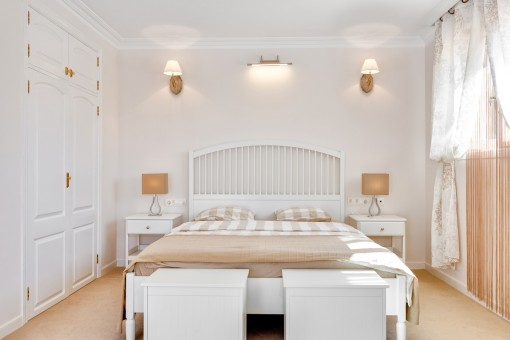 Friendly bedroom with built-in wardrobe