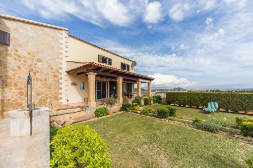 Well kept finca in an elevated position with panoramic views over the countryside of Muro and Alcúdia