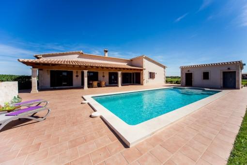 Villa med utsikt och med pool i Porreres