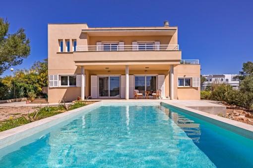 Modern villa med havsutsikt i Cala Pi