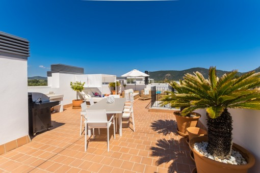Sunny roof terrace with lounge area