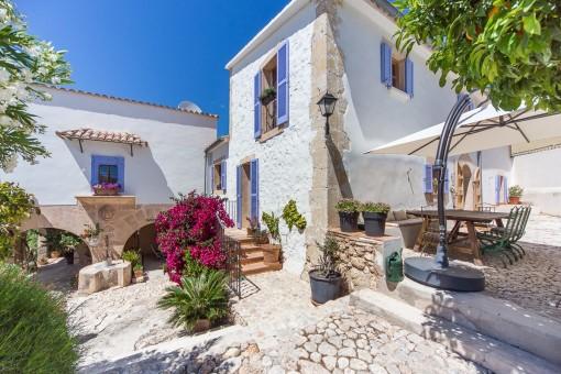 Lovingly restored spacious villa with...