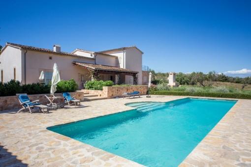 Charmig egendom med spektakulär panoramautsikt över havet för älskare på Mallorca