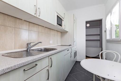 Simplistic guest kitchen