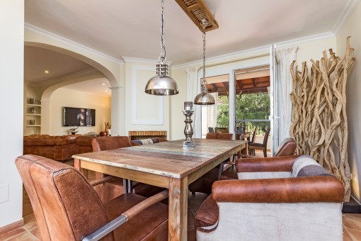 Beautiful dining area with access to the terrace