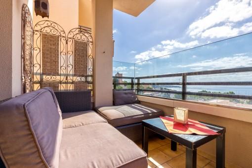 Cosy balcony with sea views