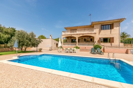 Detached house with teak parqet floors and pool in Portol
