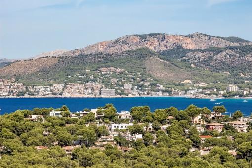 Gorgeous mountain and sea views