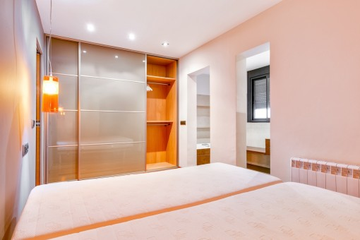 Double bedroom with built-in wardrobe