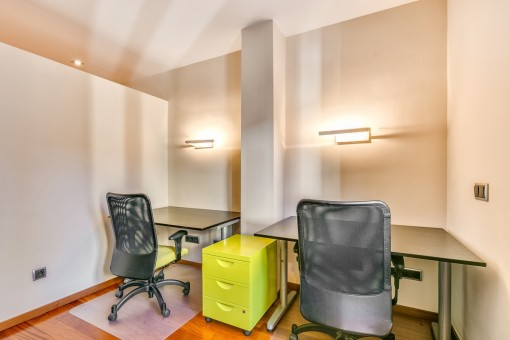Office with space for 2 persons
