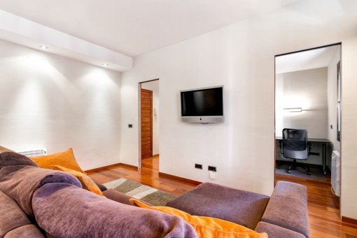 The apartment has a living space of approx. 120 sqm