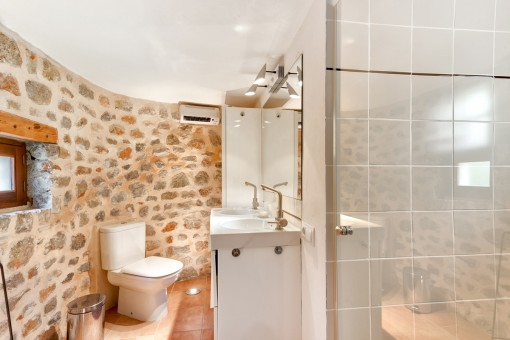 Beautiful bathroom with natural stone wall
