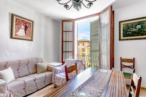 Apartment on the Plaza Mayor with roof terrace and lots of potential