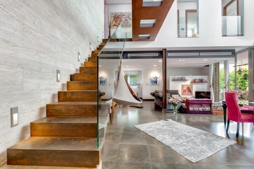 Ett modernt hus i Alaro med inomhuspool,...