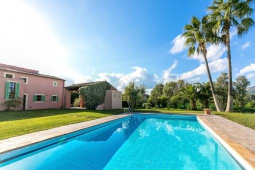 Vacker finca med härlig trädgård och pool nära Arta