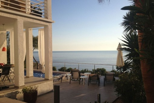 Bauhaus-style villa with much potential and beautiful sea views over Cala Llamp