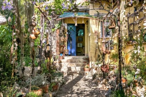 Hus med torn, underhållande detaljer och en vackert etablerad trädgård i Marratxi