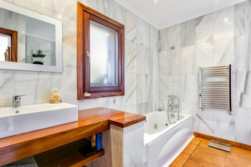 Bathroom with bathub and heating