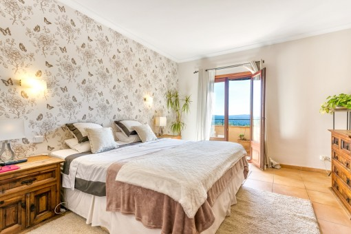 Cosy double-bedroom with terrace access