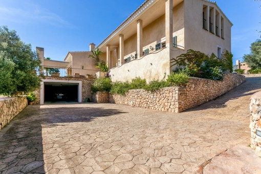 Noble driveway to the property