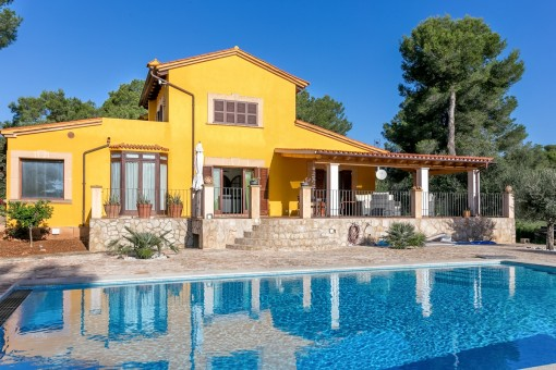 Newly renovated chalet with swimming pool, 5 bedrooms and guesthouse in Puntiro