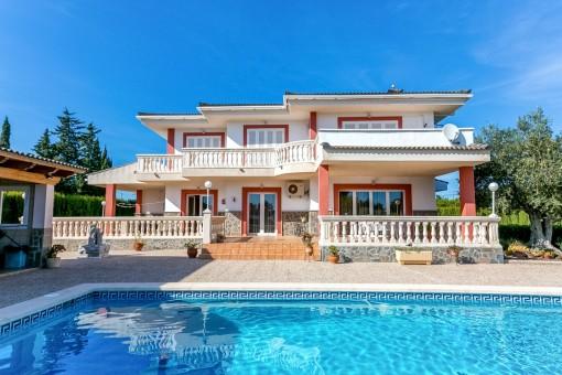 Villa i Es Garrovers med gott om utrymme för fordon
