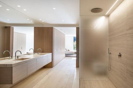 Luxurious bathroom en suiete