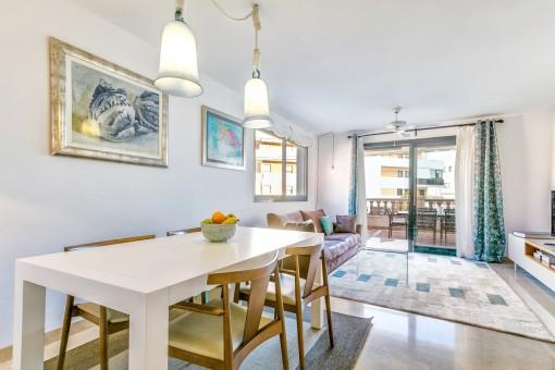 Bright ground floor apartment with large terraces in Bonanova