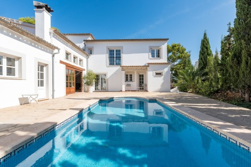 Spacious villa in calm surrounding of...