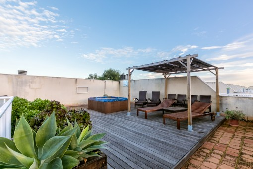 Gorgeous roof terrace with jacuzzi