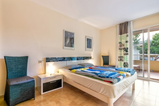 Large double bedroom with access to the balcony