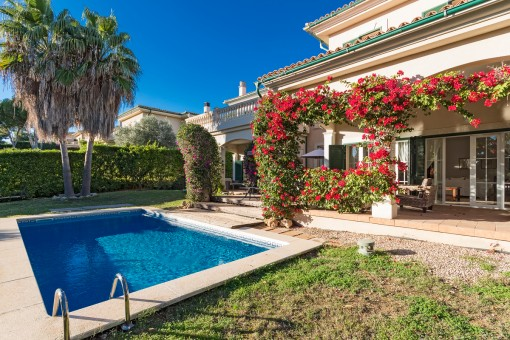 Comfortable, Mediterranean villa with extensive garden near to the beach in Cala Vinyas
