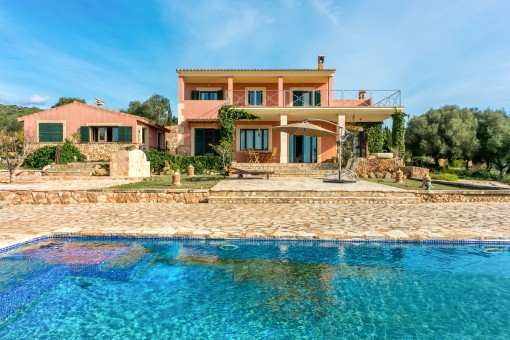 Villa i Puntiro med pool, tennisbana och pensionat