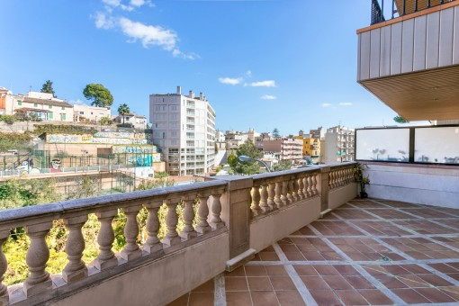 Modern, 4-bedroom apartment with a large terrace and communal pool in Bonanova, Palma