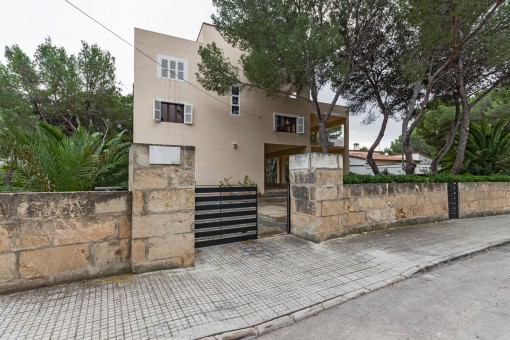 Villa with many possibilities in a quiet location in Santa Ponsa