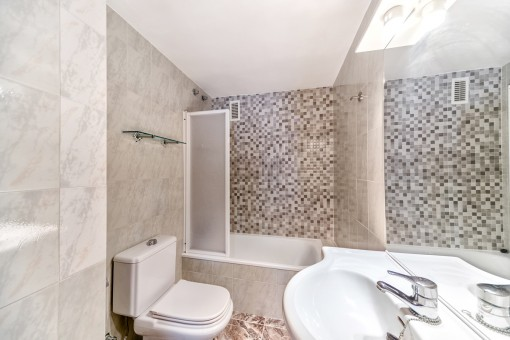 Beautiful bathroom with mosaic wall and bathtub