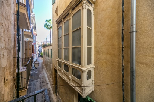 Views of the alley in which the apartment is located