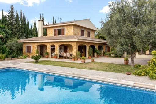 Villa med medelhavsträdgård och pool bara sju minuter från Pollenca med uthyrningslicens
