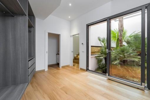 Noble bedroom with bathroom en suite
