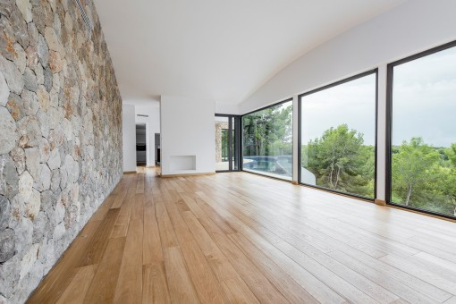 Gorgeous panoramic windows in the living area