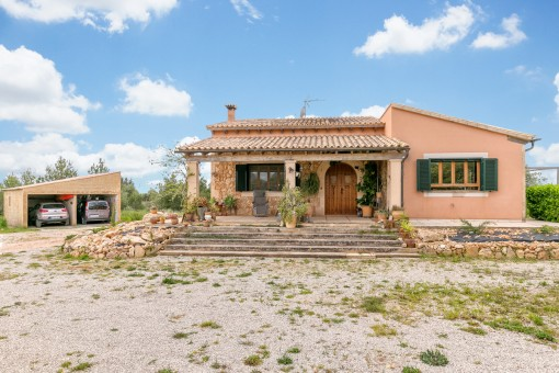 Idyllic finca on the edge of Llucmajor with views of the mountains