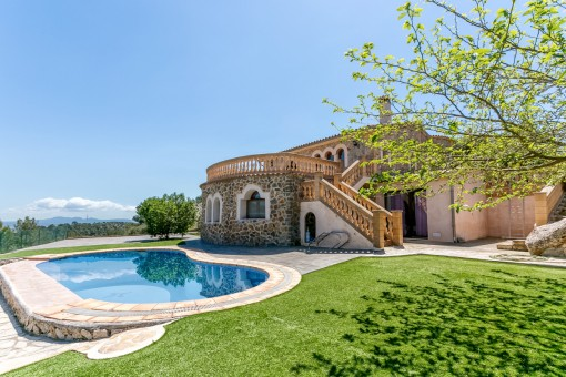 Rymligt hus med underbar utsikt omgiven av den mallorquinska landsbygden i Esporles