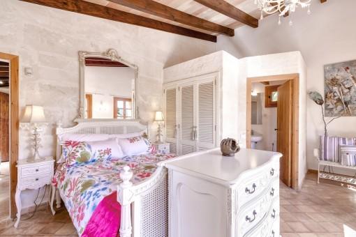 Second master bedroom with bathroom en suite