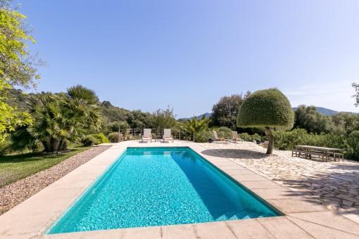 Spacious pool area