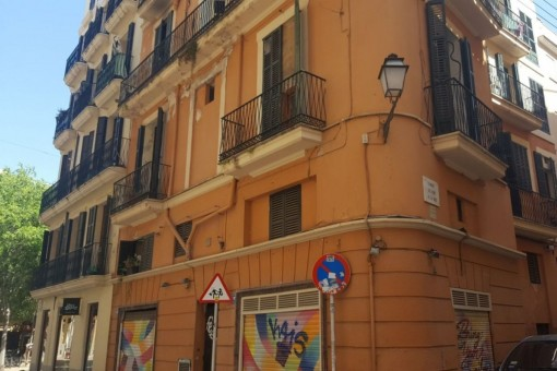 Property for renovation with 5 apartments and and a shop in the heart of Palma