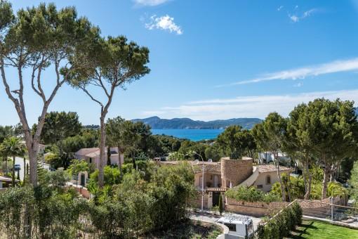 The villa provides beautiful panoramic sea views