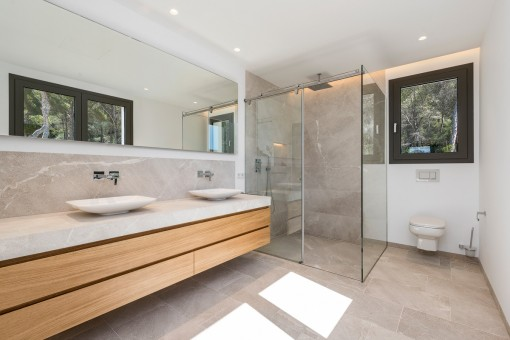 Further bathroom with walk-in shower