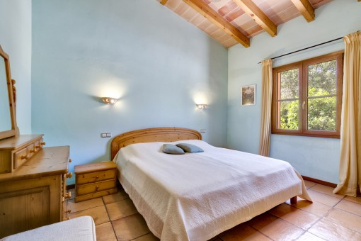 The finca offers in total 4 bedrooms