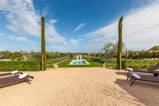 Views of the garden and swimming pool